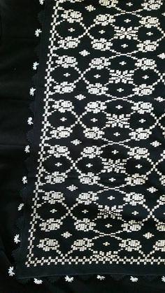 Tapestry Crochet, Crochet Flowers, Blackwork, Cross Stitch, Embroidery, Pattern, Handmade, Black And White, Punto De Cruz