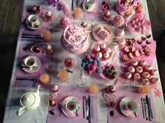 PRINCESAS jugo de pomelo, Cakepop, frutillas con crema, merenguitos, galletitas de frutillas glaseadas, muffins red velvet, corazones de azúcar en las tazas, trufas, galletitas