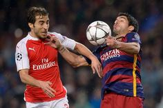 Arsenal's French midfielder Mathieu Flamini (L) vies with Barcelona's Uruguayan forward Luis Suarez during the UEFA Champions League Round of 16 second leg football match FC Barcelona vs Arsenal FC at the Camp Nou stadium in Barcelona on March 16, 2016.