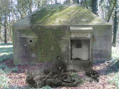 Amstelwijk - Dordrecht - May 1940 - Two Dutch KIA's (killed in action) on the Amstelwijk estate. The soldier 'sitting' against the bunker is sergeant De Haan. He is burried at the Dordrecht General Cemetery 'Essenhof' together with some 79 other Dutch war victims.