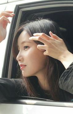Lee Da Bin_MOMOLAND_Yeonwoo