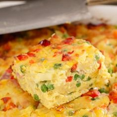 A simple Macaroni & Vegetable Frittata Bake made with capsicum, carrots, corn, peas and ham. Perfect for kids and toddlers, or as an easy midweek dinner.