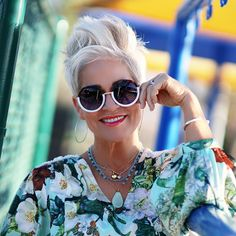 How To Grow Out A Pixie Cut Hairstyles Over 50, Pixie Hairstyles, Cool Hairstyles, Shaved Hairstyles, Undercut Hairstyles, Pixie Haircuts, Pixie Styles, Short Hair Styles, Chaotischer Pixie