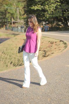 calca-flare-branca-blusa-rosa-recortes-tiara-look-do-dia-drops-das-dez-laina-laine-6