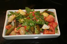 Seguimos buscando la forma de realizar ensaladas utilizando ingredientes menos habituales que la lechuga y las aceitunas.     Ingredient...