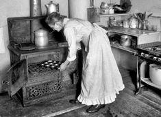 Woman Baking Muffins Old Stove Vintage Reprint Old Photo Vintage Pictures, Old Pictures, Old Photos, Time Pictures, Old Kitchen, Vintage Kitchen, Kitchen Tools, Victorian Kitchen, Vintage Cooking