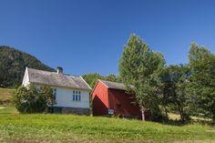 (1) FINN – Nasjonalromantisk eiendom med hovedhus og låve i Skulestadmo.