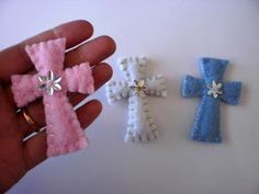 Items similar to Felt Crosses - Baby Shower favors - Baby baptism christening favors - Wedding favors on Etsy Cute Crafts, Felt Crafts, Crafts To Make, Crafts For Kids, Christening Favors, Baptism Favors, Baby Baptism, Baptism Ideas, Easter Fabric