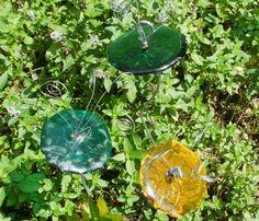 Wine bottle glass Metal Flowers, Bird Feeders, Garden Art, Tea Pots, Crafty, Wine, Bottle, Glass, Outdoor Decor