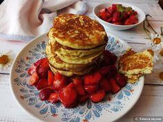 Kókuszlisztes palacsinta eper öntettel | Tétova ínyenc Pancakes, Keto, Breakfast, Food, Morning Coffee, Eten, Meals, Pancake, Morning Breakfast