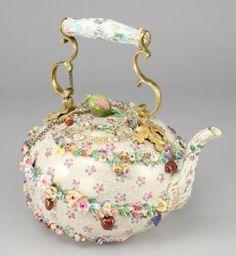 Lot: 122: A Meissen porcelain flower encrusted tea pot, Lot Number: 0122, Starting Bid: $1,000, Auctioneer: Dallas Auction Gallery, Auction: Antique Furniture, Fine Art, & Accessories, Date: August 29th, 2007 GMT