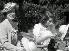 The Royal Road: Archive footage of Princesses Elizabeth and Margaret on car trip around the grounds of Windsor Castle in 1941 released for Diamond Jubilee Knitting Humor, Loom Knitting, Knitting Needles, Knitting Club, Knitting Stitches, Princess Elizabeth, Queen Elizabeth Ii, Princess Margaret, Archive Footage