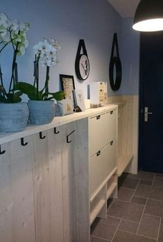 Best 15 modern entry ideas with bank - diy project - Best 15 modern entry-level ideas with a bank - Modern Entrance, Modern Entry, Small Apartments, Small Spaces, Small Entryways, Apartment Design, Mudroom, Locker Storage, New Homes
