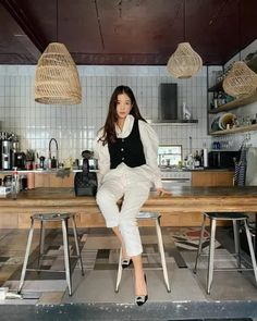 10 Cute Professional Outfits For Work That Are Fashionable And Fresh Cute Professional Outfits, Rocker Girl, Blue Trousers, Maxi Styles, Classic Skirts, Street Style Trends, Mom Outfits, Mixing Prints, Work Wear