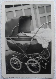 1952 Baby Carriage Perambulator black and white vintage photo Vintage Stroller, Vintage Pram, Vintage Toys, Pram Stroller, Baby Strollers, Prams And Pushchairs, Baby Buggy, Dolls Prams, Baby Prams