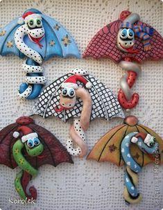 Мастер-класс Поделка изделие Новый год Лепка Сувенирчики к Новому году змейки на зонтах Тесто соленое фото 1