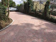 Driveways Chertsey - Capital Paving & Landscapingare block pavers installing driveways inChertsey, Guildford, Bracknell and throughout Surrey&South West London.