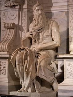 Michelangelo Mozes: (1503- 1513) onderdeel van grafmonument Julius II. Levenwerk Michelangelo. Julius vergelijkt zichzelf met Mozes als krijgsheer en wetgever. stenen tafelen in de rechterhand symboliseren de kerkelijke wetgeving.