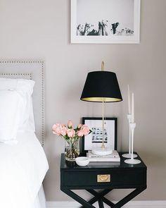 A sexta-feira termina com inspiração para um quarto romântico. A dica é sempre ter perto da cama um criado mudo seja para colocar um abajur o celular ou um vaso de flores   #decore #decoracao #arquiteturadeinteriores #designdeinteriores #moblybr #mobly #boanoite  #bedroom #quarto #inspiração #inspiration #homesweethome #home #homedecor #homedesign #rose #flores #flowers #surpresa  #rosa #lovehome #lovedecor #decore #decoracao #arquiteturadeinteriores #designdeinteriores #moblybr #mobly…