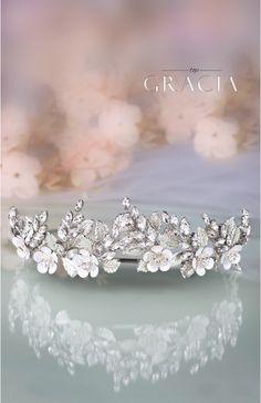 Silver Leaf Flower Bridal Tiara Wedding Crown   #topgraciawedding #bridaltiaracrown #bridalheadpiece #rhinestoneheadpiece #promheadpiece