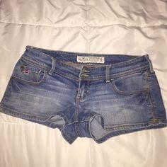 Hollister jean shorts sz: 5 Gently used sz:5 Hollister jeans shorts! Hollister Shorts Jean Shorts