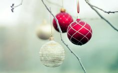 Are you looking for images of christmas ornaments? We have come up with a handpicked collection of christmas ornaments images. Christmas Time Is Here, Noel Christmas, Christmas Images, Little Christmas, All Things Christmas, Winter Christmas, Christmas Bulbs, Christmas Crafts, Christmas Decorations