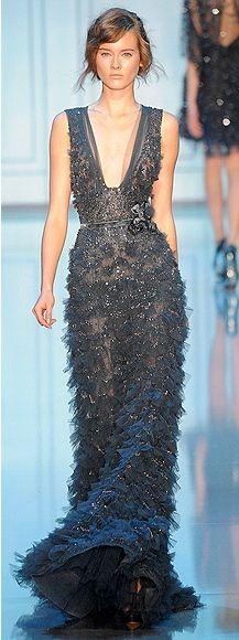 she looks like sarah byrd :) Elie Saab, Dream Dress, I Dress, Couture Dresses, Fashion Dresses, Pretty Dresses, Beautiful Dresses, Runway Fashion, High Fashion