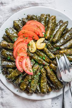 These Vegetarian Stuffed Grape Leaves Are A Mediterranean Classic Recipe Made With Short Grain Rice, Parsley, Tomatoes And Onions - My Favorite Appetizer Easy Appetizers Healthy Appetizers Healthy Snacks Mediterranean Appetizers, Mediterranean Recipes, Lebanese Recipes, Greek Recipes, Syrian Recipes, Lebanese Cuisine, Vegetarian Recipes, Cooking Recipes, Healthy Recipes