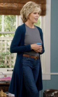Jane Fonda with BCBGMAXAZRIA Pamella Mixed Gauge Cardigan in Grace and Frankie - for when I'm older or just want to be comfy Over 60 Fashion, Fashion Over 50, Style Outfits, Fashion Outfits, Fashion Tips, Summer Outfits, Emo Outfits, Punk Fashion, Lolita Fashion