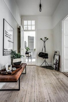 Innenarchitektur / Wohnugseinrichtung: Schwebendes Bett Interieur You are in the right place about christmas tree Here we offer you the most beautiful pictures about the … Luxury Homes Interior, Luxury Home Decor, Modern Interior Design, Decor Interior Design, Interior Decorating, Decorating Ideas, Decorating Websites, Modern Interiors, Simple Interior