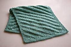 Knitting Patterns Dishcloth Ravelry: Ripple Hand Towel pattern by Kristen Hanley Cardozo Free pattern . Knitted Washcloth Patterns, Knitted Washcloths, Dishcloth Knitting Patterns, Crochet Dishcloths, Knitted Blankets, Knitting Stitches, Crochet Patterns, Knitting Ideas, Knitting Projects