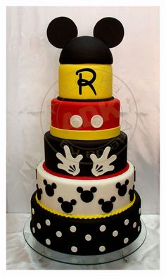 Mickey Mouse cake Great idea for making this a Minnie Mouse cake for Goddaughter Birthday Bolo Mickey E Minnie, Mickey Cakes, Mickey Mouse Cake, Minnie Mouse Cake, Mickey Mouse Parties, Mickey Party, Disney Parties, Fancy Cakes, Cute Cakes