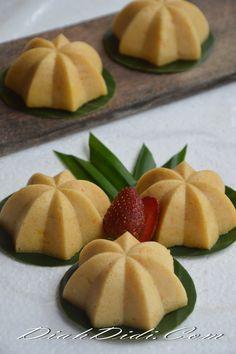 Diah Didi's Kitchen: Bolu Sakura Karamel Labu Kuning Indonesian Desserts, Asian Desserts, Indonesian Food, Kue Lapis, Diah Didi Kitchen, Resep Cake, Japanese Cheesecake, Steamed Cake, Panna Cotta