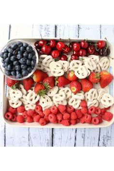 American Flag Dessert Platter: This platter is a colorful, healthy dessert fit for any family. Click through to find more quick and easy recipes for 4th of July desserts that your kids will love.