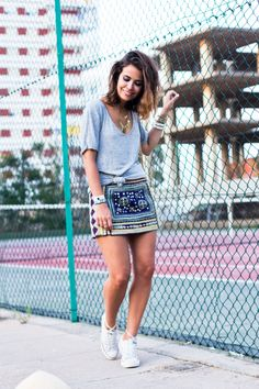 www.collagevintage.com  #fashion #style #collagevintage #fashionblogger #outfit #look #embroidered #skirt#zara #rebeccaminkoff #sporty #chic #converse #wavy #beach #hairstyle #wavyhair