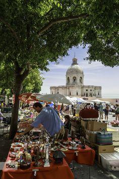 Feira da Ladra em Lisboa onde se vende de tudo um pouco desde grandes relíquias a meras curiosidades ( Se não visitou, então eu aconselho a ver esta feira )