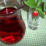 Fotografie receptu: Jahodový sirup Shot Glass, Glass Vase, Wine Decanter, Barware, Homemade, Canning, Drinks, Tableware, Syrup