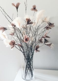 Feather Diy How To Make – feather diy Shabby Chic Centerpieces, Vases Decor, Feather Crafts, Deco Table, Decoration Table, Dried Flowers, Flower Decorations, Floral Arrangements, Beautiful Flowers