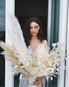 Love the tall pampas grass for centerpieces but not bridal bouquet. LOVE the brights whites and beiges colors and love all the little fillers! Wedding Trends, Wedding Designs, Boho Wedding, Floral Wedding, Wedding Flowers, Dream Wedding, Wedding Day, Wedding Photos, Dried Flower Bouquet