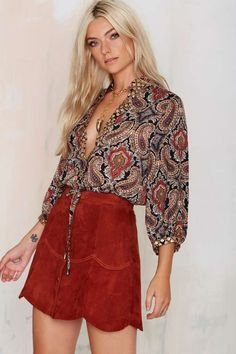 Love this paisley blouse and suede mini for a laid-back western vibe #BlousesForWomenVintage