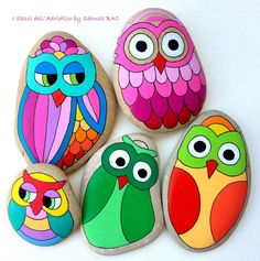 Inspiration - how to start the fancy owls - Zeu Sidius Rock Painting Patterns, Rock Painting Ideas Easy, Rock Painting Designs, Pebble Painting, Pebble Art, Stone Painting, Stone Crafts, Rock Crafts, Arts And Crafts