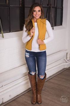 Like it except for those jeans. Girl, go buy some jeans that are in one piece. Casual Fall Outfits, Fall Winter Outfits, Autumn Winter Fashion, Cute Outfits, Jean Vest Outfits, Look Fashion, Fashion Outfits, Look Blazer, Look Chic