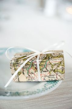 ✂ That's a Wrap ✂ diy ideas for gift packaging and wrapped presents - Map Wrapping Paper