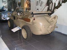 https://upload.wikimedia.org/wikipedia/commons/9/91/VW_Schwimmwagen_Typ_166_-_Heck.jpg