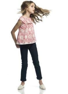 Blusa sin mangas en color rojo coral con estampado en rosa claro.  100% algodón.  Tallas 4, 6 y 8 años.  En www.sunestkids.com