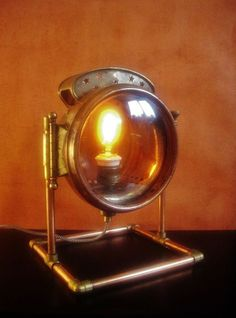 Catawiki online auction house: Phares Besnard - Projecteur Hyper Lenticulaire lamp
