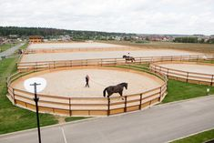 Dream Stables, Dream Barn, Horse Farm Layout, Luxury Horse Barns, Horse Tack Rooms, Equestrian Stables, Horse Barn Designs, Horse Arena, Horse Barns