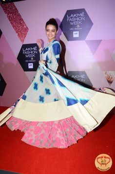 Lakme Fashion Week summer/Resort 2016 Mirroring the Global Trend of Fashion Coming Together with Technology http://fashion.sholoanabangaliana.in/lakme-fashion-week-summerresort-2016-mirroring-the-global-trend-of-fashion-coming-together-with-technology/