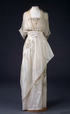 Oh, I would love to wear a dress like this! ~Repinned Via Ellie Finlay