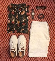 men's outfit style fashion inspiration and men's outfit grids Smart Casual Outfit, Casual Chic, Casual Outfits, Fashion Outfits, Summer Outfits Men, Outfit Grid, Mens Clothing Styles, Menswear, Mens Fashion